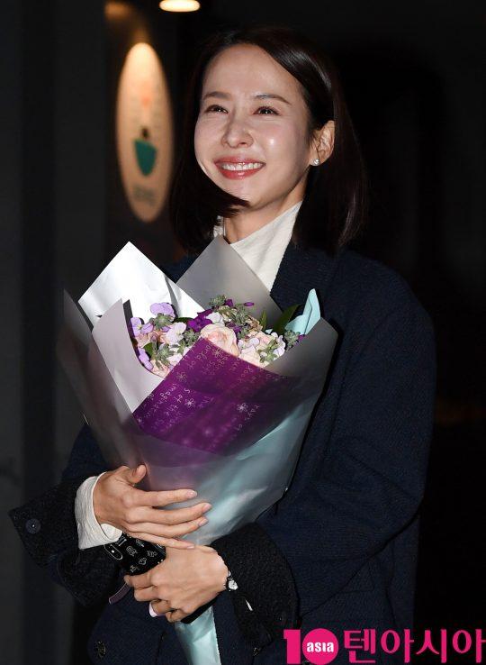배우 조여정이 23일 오후 서울 여의도 한 음식점에서 열린 KBS 수목드라마 '99억의 여자' 종방연에 참석하고 있다.