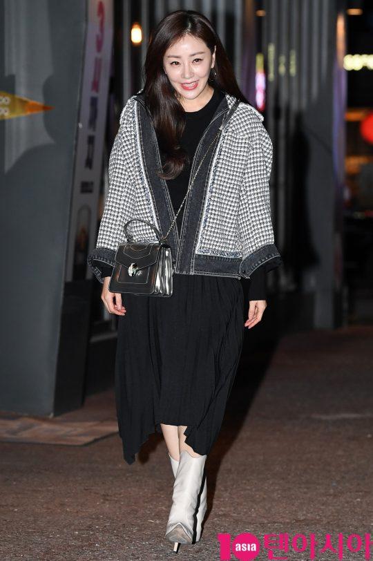 배우 오나라가 23일 오후 서울 여의도 한 음식점에서 열린 KBS 수목드라마 '99억의 여자' 종방연에 참석하고 있다.