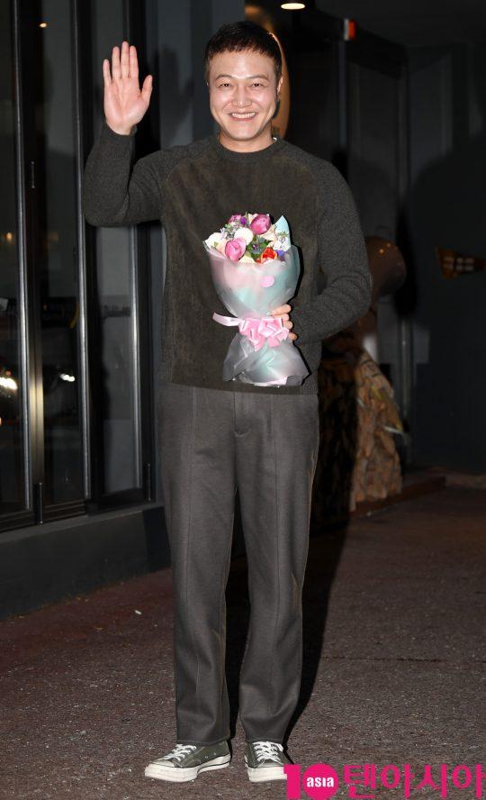 배우 정웅인이 23일 오후 서울 여의도 한 음식점에서 열린 KBS 수목드라마 '99억의 여자' 종방연에 참석하고 있다.