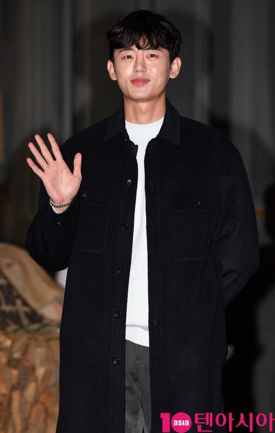 배우 이지훈이 23일 오후 서울 여의도 한 음식점에서 열린 KBS 수목드라마 '99억의 여자' 종방연에 참석하고 있다.