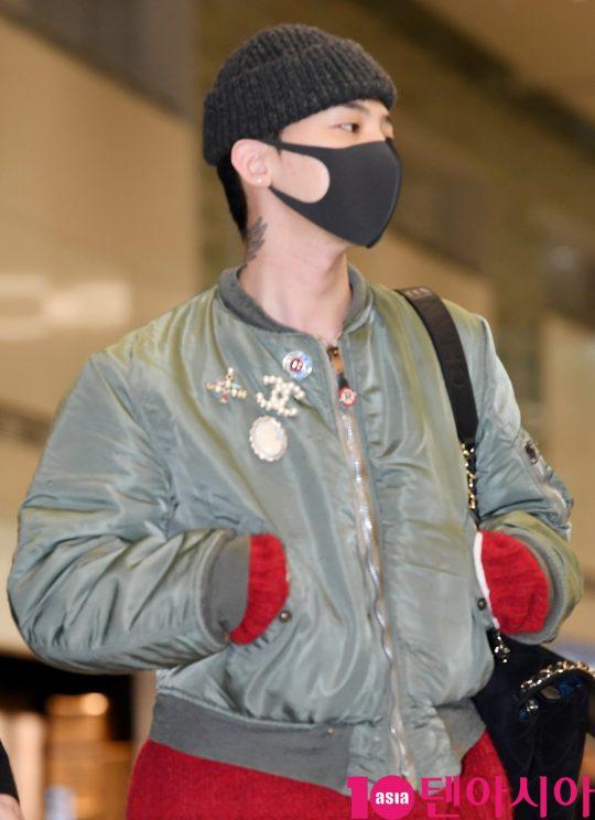 그룹 빅뱅 지드래곤이 24일 오후 프랑스 파리 컬랙션 참석을 마치고 인천국제공항을 통해 입국하고 있다.