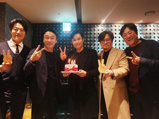 영화 '남산의 부장들' 200만 돌파 감사 인증샷. /사진제공=쇼박스