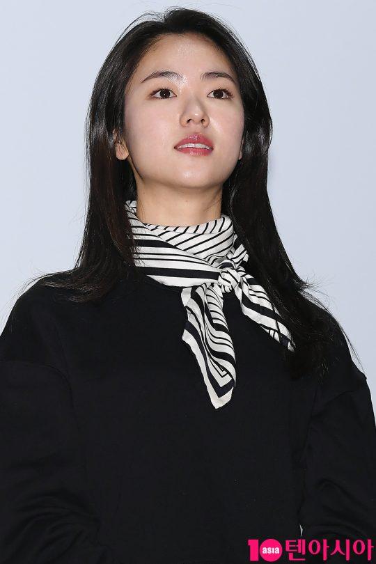 배우 전여빈
