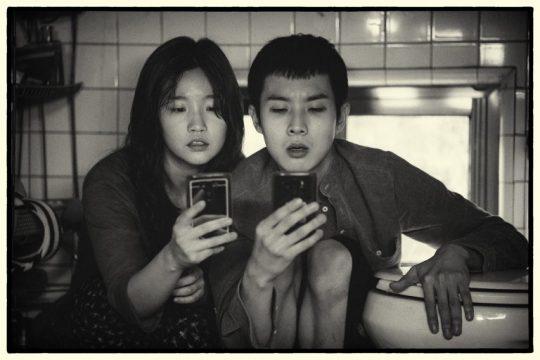 '기생충' 흑백판, 30일 美서 첫 선...2월 한국에서 공개