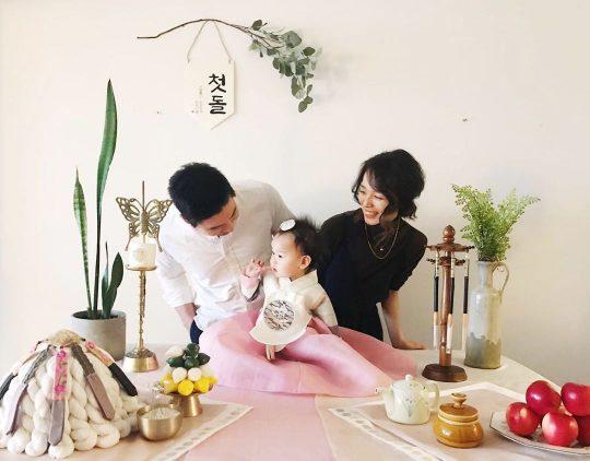 """'다둥이맘' 선예, 셋째 딸 돌잔치 공개...""""건강하게만 자라주길"""""""