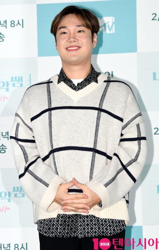 작곡가 유재환이 30일 오후 서울 마포구 상암동 SBS 프리즘타워에서 열린 SBS FiL 신규 예능 프로그램 '나의 음악쌤 밍글라바' 제작발표회에 참석하고 있다.
