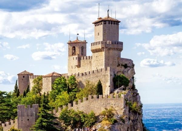 유럽에서 세 번째로 작은 국가인 산마리노의 '제2의 성채 체스타'. 해발 739m 티타노 산 정상에 지어진 체스타는 현재 박물관으로 이용되고 있다.   참좋은여행 제공