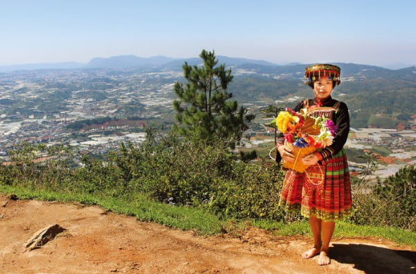 달랏이 내려다보이는 랑비앙 산 정상에서 만난 베트남 여인  NHN여행박사 제공