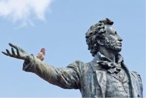 러시아 상트페테르부르크 예술광장에 있는 알렉산드르 푸시킨 동상.  플레이윙즈 제공
