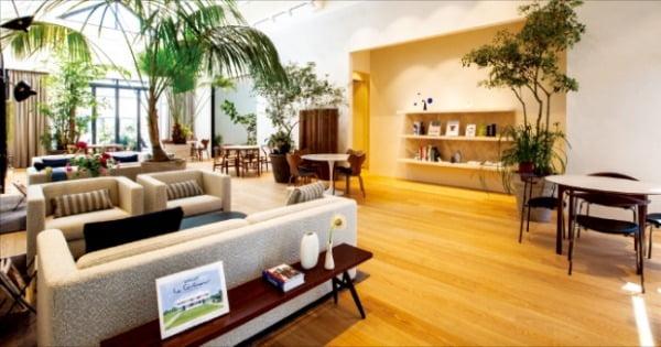 현대백화점그룹의 패션 전문 기업 한섬은 오프라인 매장 '더한섬하우스'를 2025년까지 20곳으로 늘릴 계획이다. 현대백화점그룹 제공