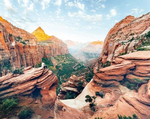미국 서부 3대 계곡 중 가장 야성미가 넘치는 모습을 지닌 자이언캐니언. 지질학의 박물관으로 불린다.