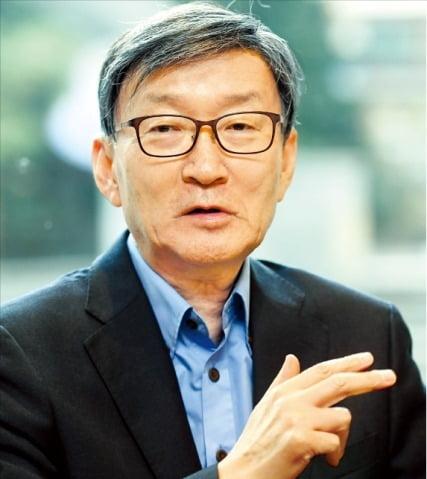 """안세영 성균관대 특임교수는 """"중국의 실체를 파악하고 대응해야 한다""""고 말했다. 허문찬 기자 sweat@hankyung.com"""