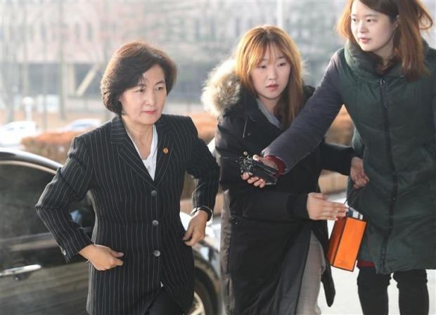 추미애 법무부 장관이 지난 10일 정부과천청사로 출근하고 있다. 연합뉴스