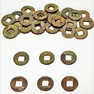 제주도 산지항에서 출토된 중국계 화폐들.  제주 국립박물관