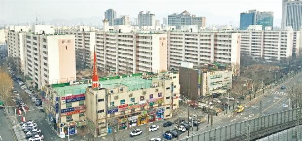 재건축사업을 추진 중인 서울 신천동 미성·크로바아파트. 이 단지 조합은 일반분양가 수준을 높이기 위해 후분양 방식을 검토하고 있다.  한경DB