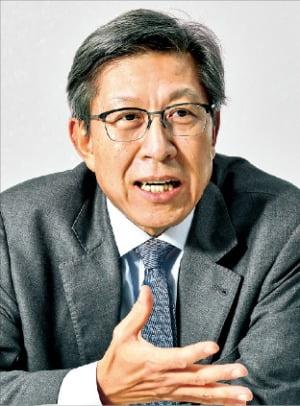 박형준 혁신통합추진위원장이 통합 범위와 방향, 일정 등을 말하고 있다.  서범세 한경비즈니스 기자 joycine@hankyung.com