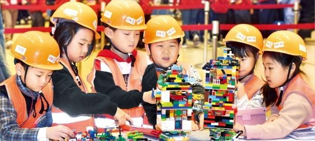 레고로 상상 속 로봇 만들기