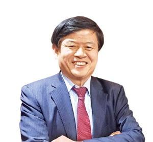 """기업·문화계 가교 역할 김교식 가치창의재단 회장 """"산업이 예술과 만날 때 경쟁력 높아집니다"""""""