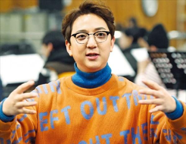 우진하 연출가가 뮤지컬 데뷔작 개발 과정을 설명하고 있다.  /허문찬 기자 sweat@hankyung.com