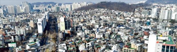 올해 동작구 성동구 마포구 등 서울 비강남권 표준단독주택 공시가격이 8~10%가량 오른 것으로 나타났다. 공시가가 8.8% 오른 마포구 연남동 일대.   허문찬 기자 sweat@hankyung.com