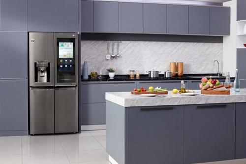 """""""더 똑똑한 냉장고는?"""" 삼성·LG, CES서 진화한 AI 냉장고 첫선(종합)"""
