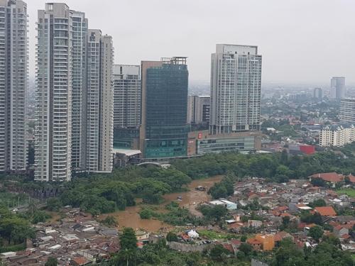 인도네시아 자카르타, 새해 첫날부터 '물난리'…곳곳 침수