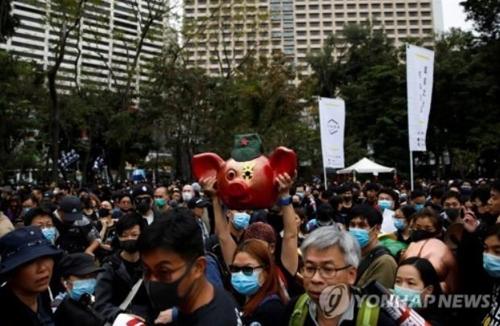 홍콩 새해 첫날부터 대규모 시위…수십만 시민 도심 행진