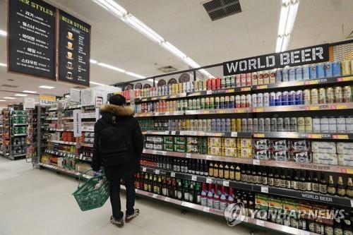 '세금·규제·혼술'…주류업계 새해 가격전쟁 불붙었다