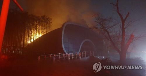 전주동물원 아쿠아리움서 불…어류 63마리 폐사(종합)