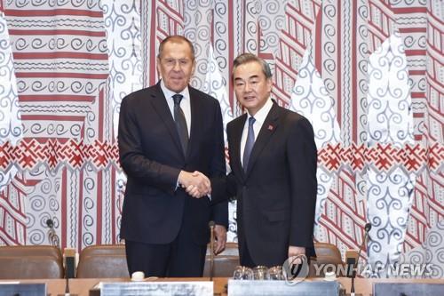 中 외교부장, 러시아 외무와 통화…미·이란 갈등 논의