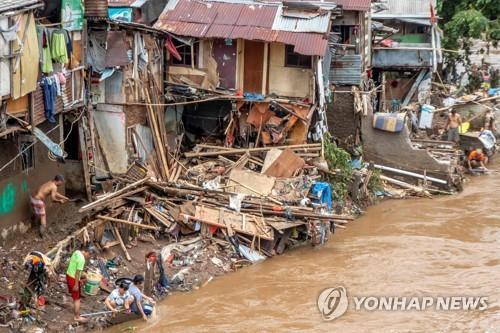 자카르타 홍수 사망자 60명으로 증가…또 호우 우려