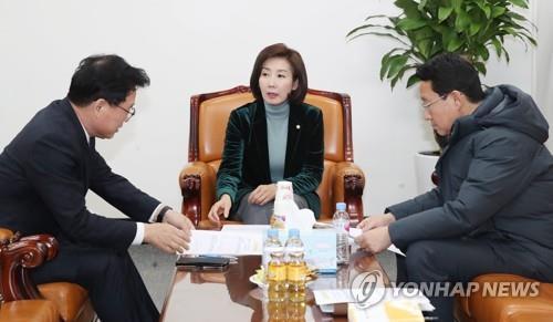 """한국당 """"추미애, 정치검찰 만들 것""""…檢 인사 놓고 '맹공'"""