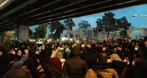 이란 테헤란서 이틀째 반정부 시위…여객기 격추에 분노