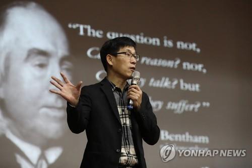 """공지영 """"비난에 소름"""" vs 진중권 """"문천지교 벗어나길""""(종합)"""