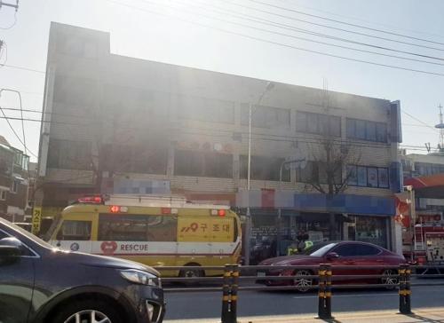 인천 부개동 상가건물서 불…1명 부상