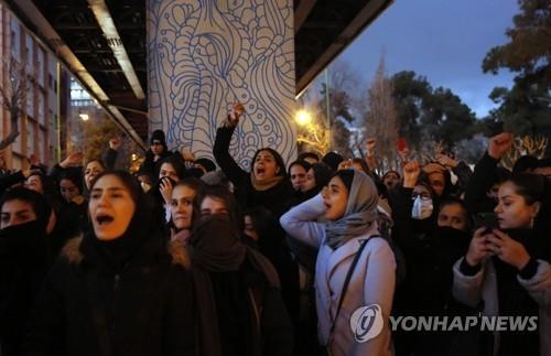 """이란 외무 """"이란 국민, '거짓말에 당했다'는 생각에 시위"""""""