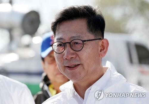 김현수 농식품부 장관, 설 연휴 앞두고 공항검역현장 점검