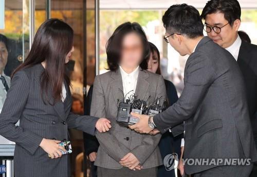 '표창장 위조·사모펀드 의혹' 정경심 교수, 오늘 재판 첫 출석