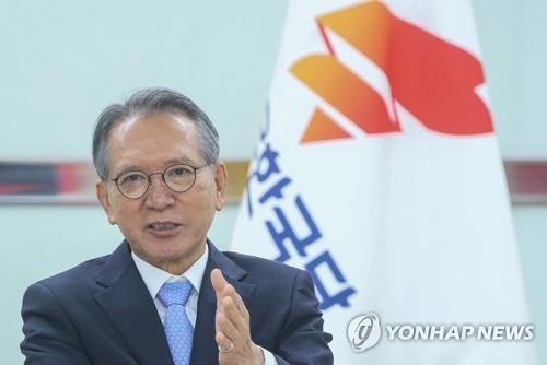 김형오, 불출마 의원들과 오찬…'물갈이' 의견수렴