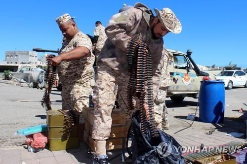 리비아 수도 군사학교에 공습… 28명 사망·23명 부상