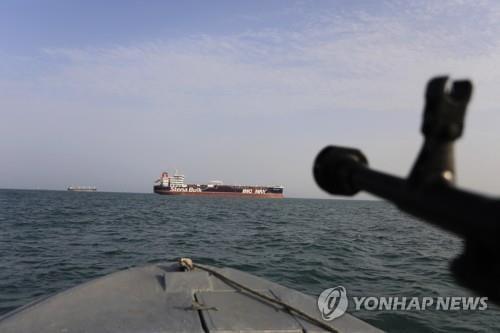 """이란 혁명수비대 장성, 美 선박 겨냥 """"호르무즈 해협은 우리 타격권"""""""