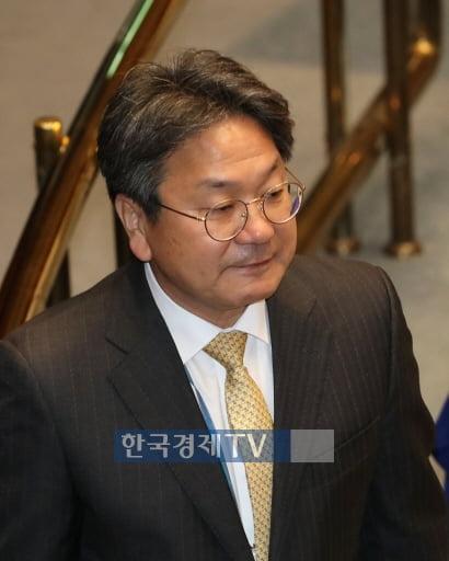 """`매매허가제 검토` 논란에…靑 """"개인 견해"""" 진화"""