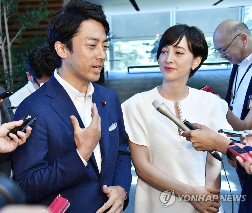 `금수저 정치인` 日환경상, 남성 육아휴가 쓴다
