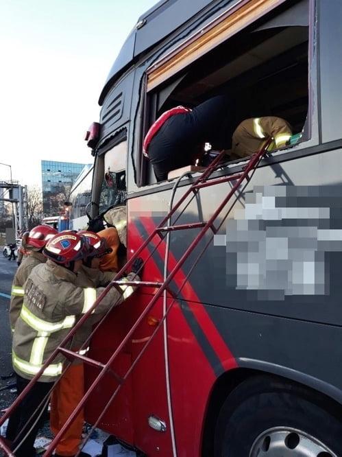 `경부고속도로 사고` 버스기사 1명 사망…15명 부상