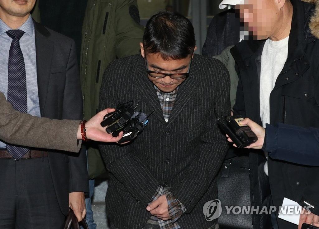 """`성폭행 의혹` 김건모, 12시간 조사…""""하루 빨리 진실이 밝혀지길"""""""