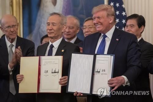 """미·중 전쟁 18개월 만에 1단계 무역합의…""""일단 휴전"""""""