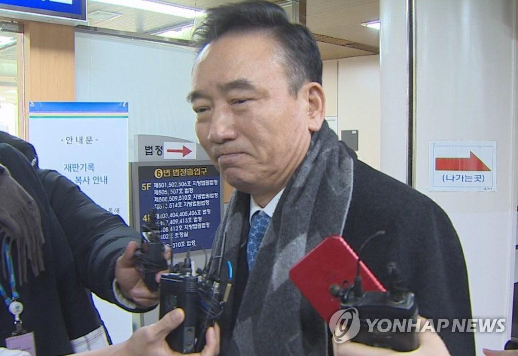 `여직원 성추행` 호식이치킨 전 회장, 2심도 집행유예