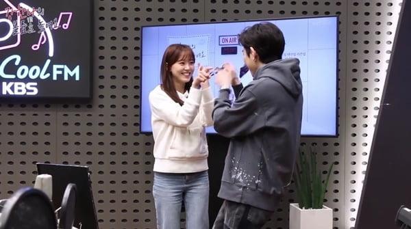 강한나, 지코 `아무노래` 챌린지 합류… 눈맞춤 커플 댄스 `심쿵`