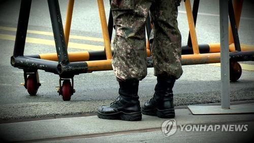 """남성 부사관 휴가 중 성전환 수술…""""여군 복무 희망"""""""