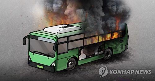 담양 시외버스터미널서 버스 2대 불 타…인명 피해 없어